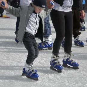 В Канберре снова зима, лед и каток!