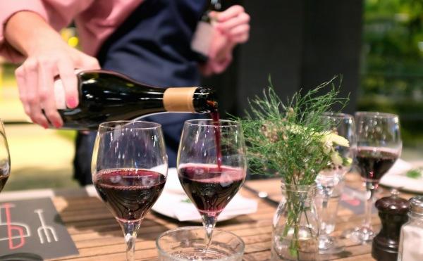 vino_on_the_verandah